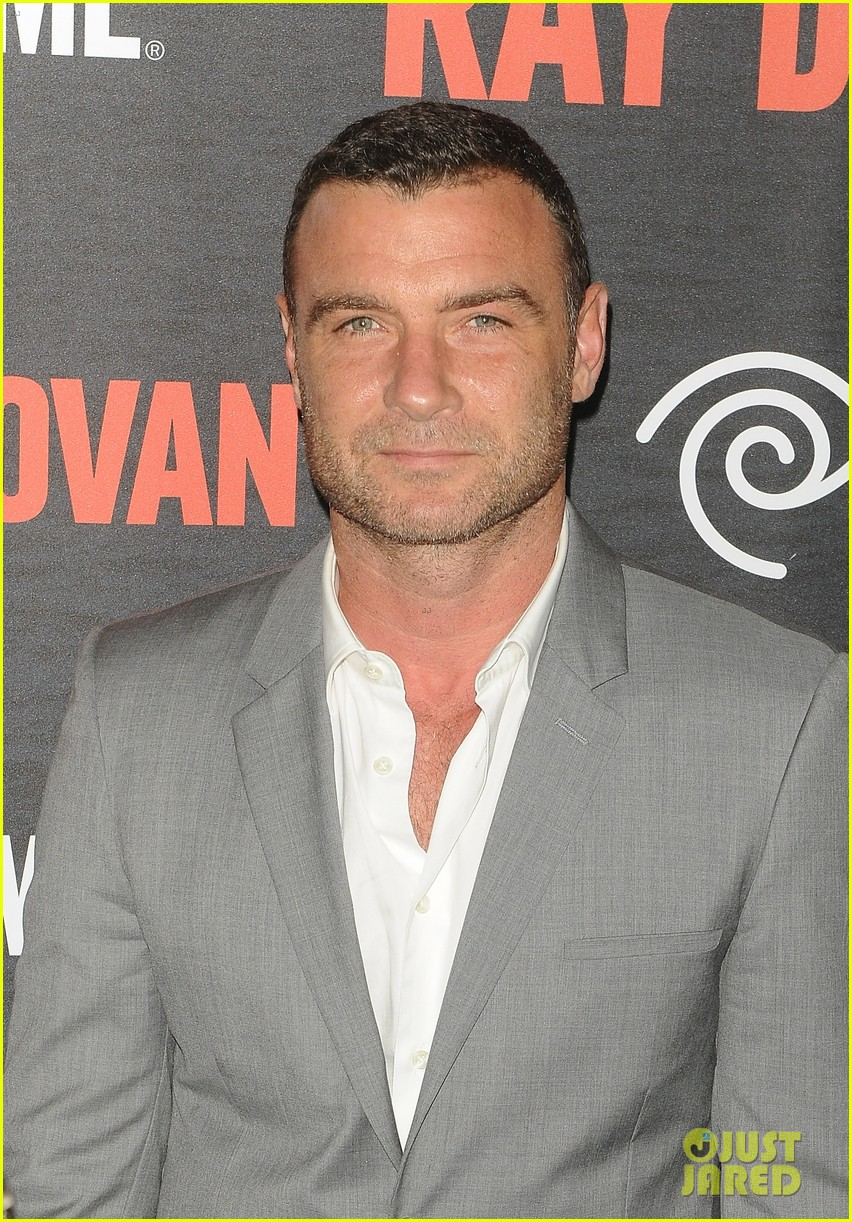 liev schreiber suits up for ray donovan season 2 premiere 023152869
