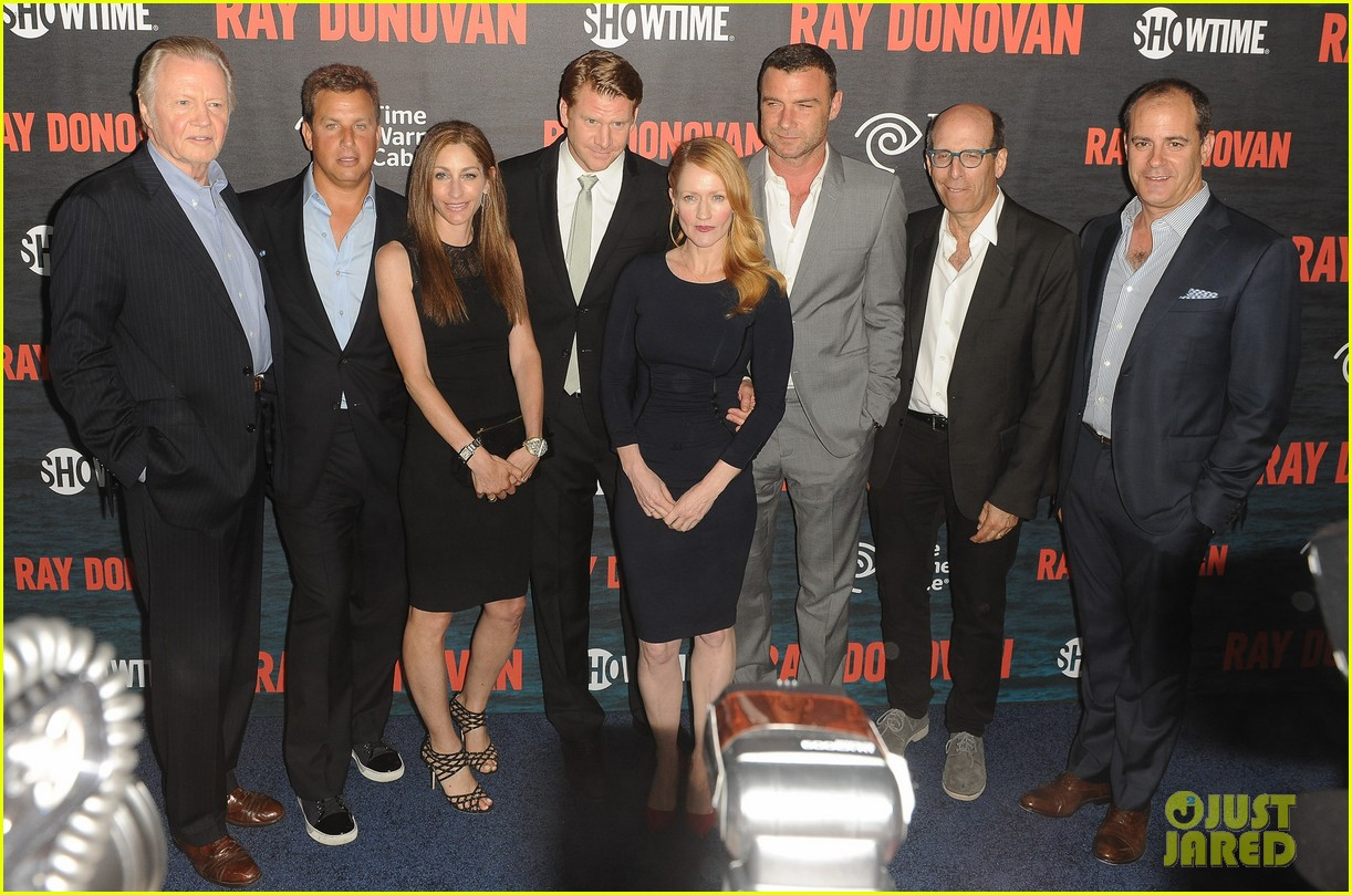 liev schreiber suits up for ray donovan season 2 premiere 04