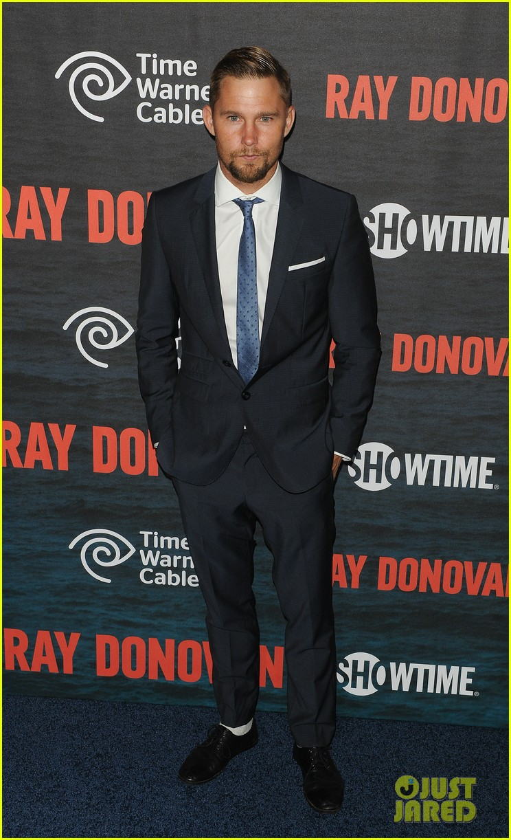 liev schreiber suits up for ray donovan season 2 premiere 143152881