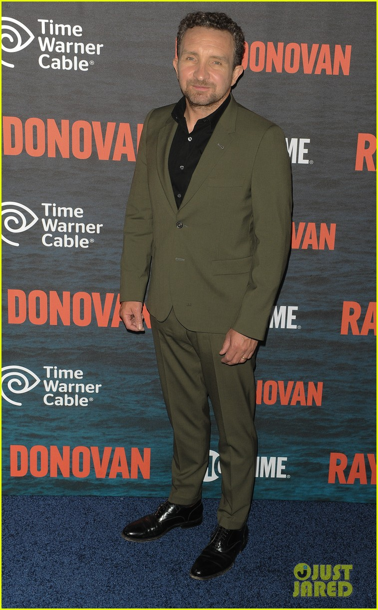 liev schreiber suits up for ray donovan season 2 premiere 153152882