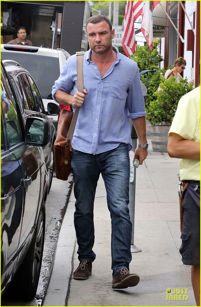 liev schreiber always looks suave for ray donovan 023147921