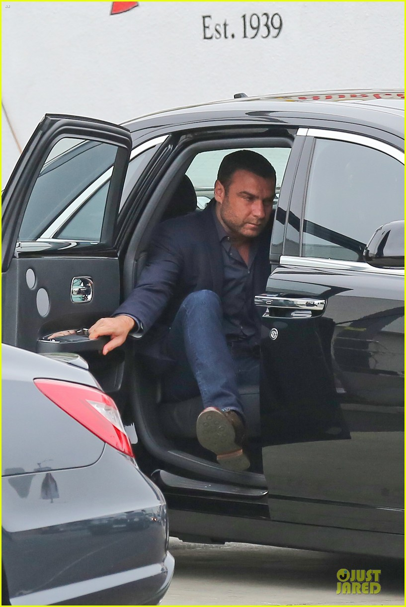liev schreiber always looks suave for ray donovan 043147923