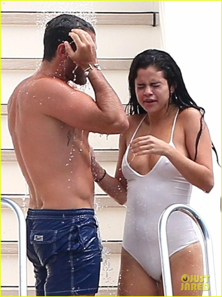 Nude selena gomes Selena Gomez
