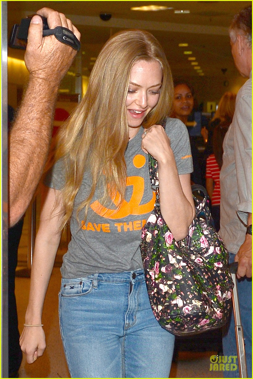 amanda seyfried not shy to rap to 5ive its all over 043147445
