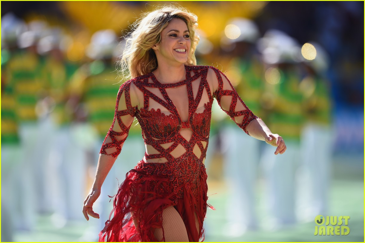 shakira brings cutie son milan on stage after world cup closing ceremony performance 033155144
