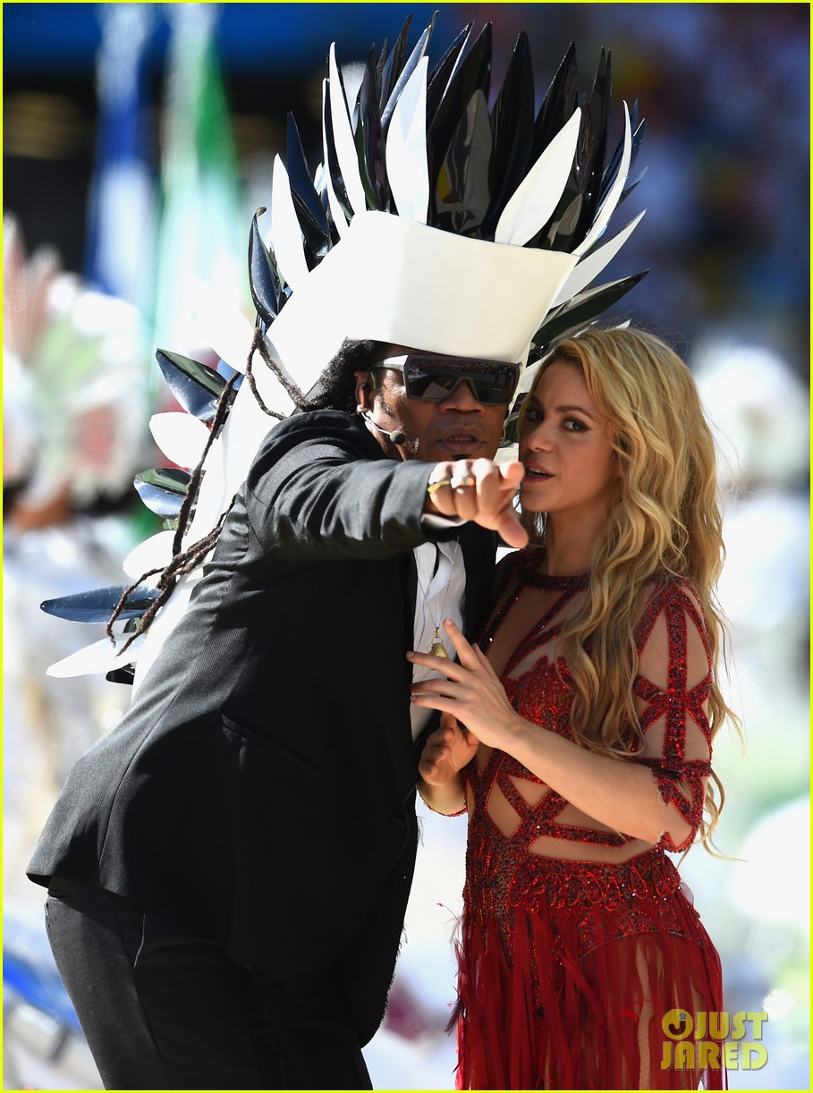 shakira brings cutie son milan on stage after world cup closing ceremony performance 073155148