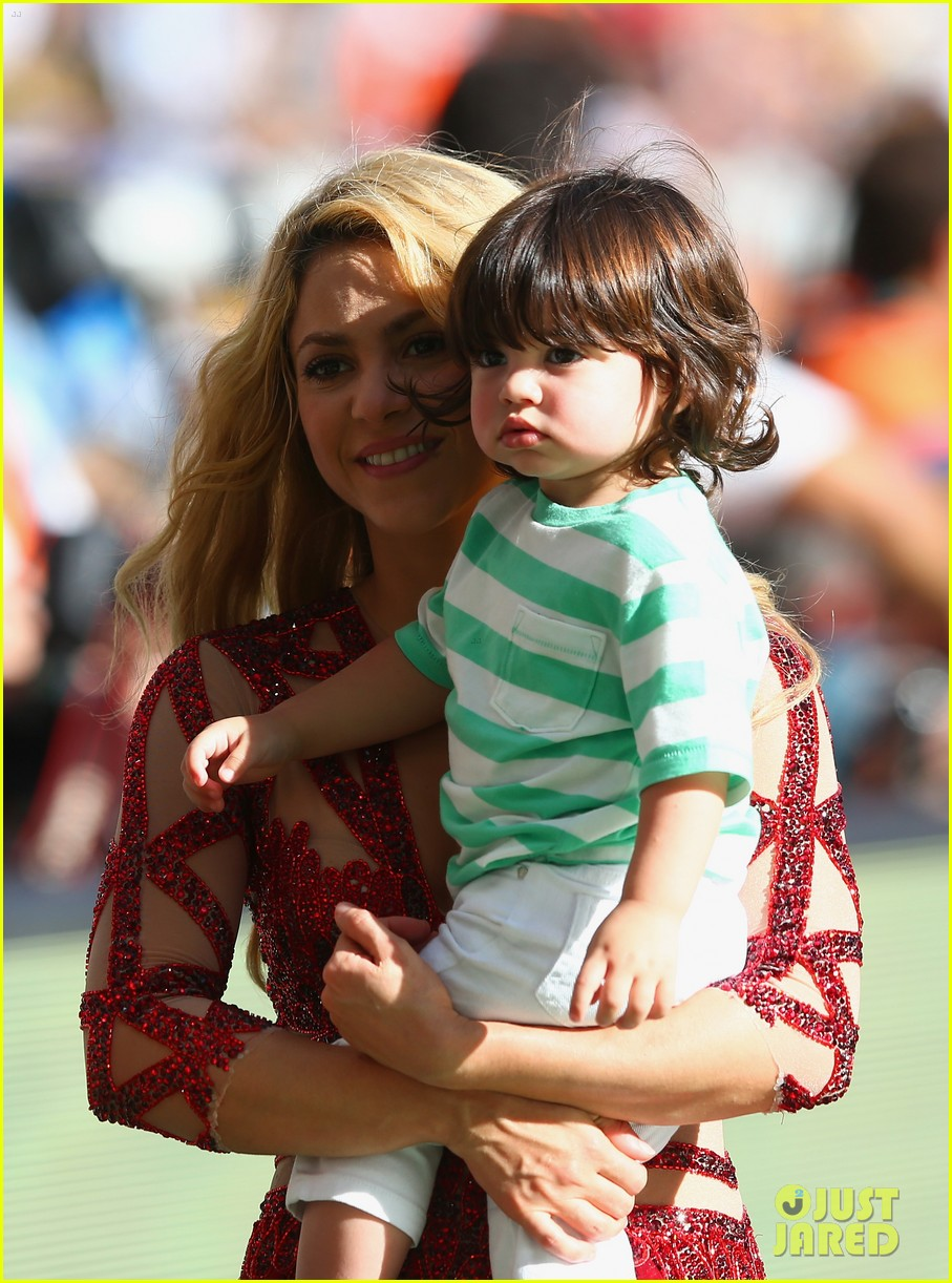 shakira brings cutie son milan on stage after world cup closing ceremony performance 133155154