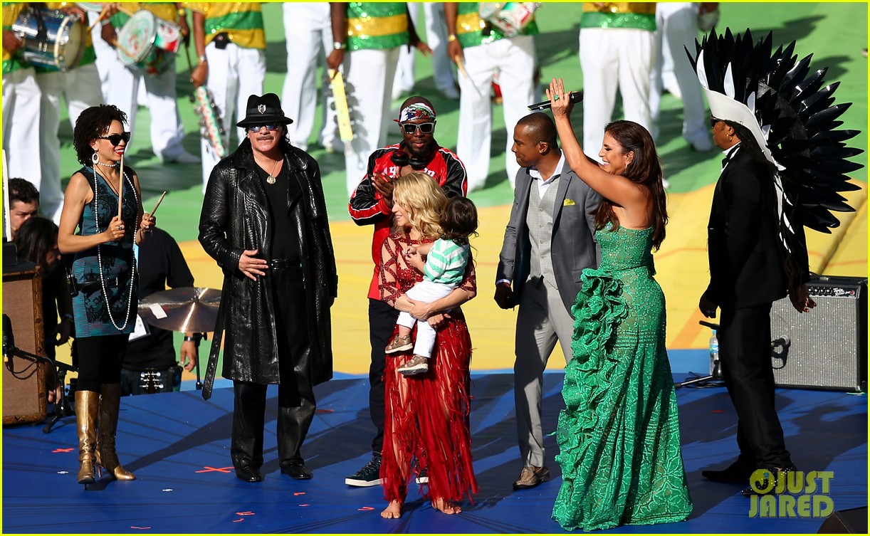 shakira brings cutie son milan on stage after world cup closing ceremony performance 163155157