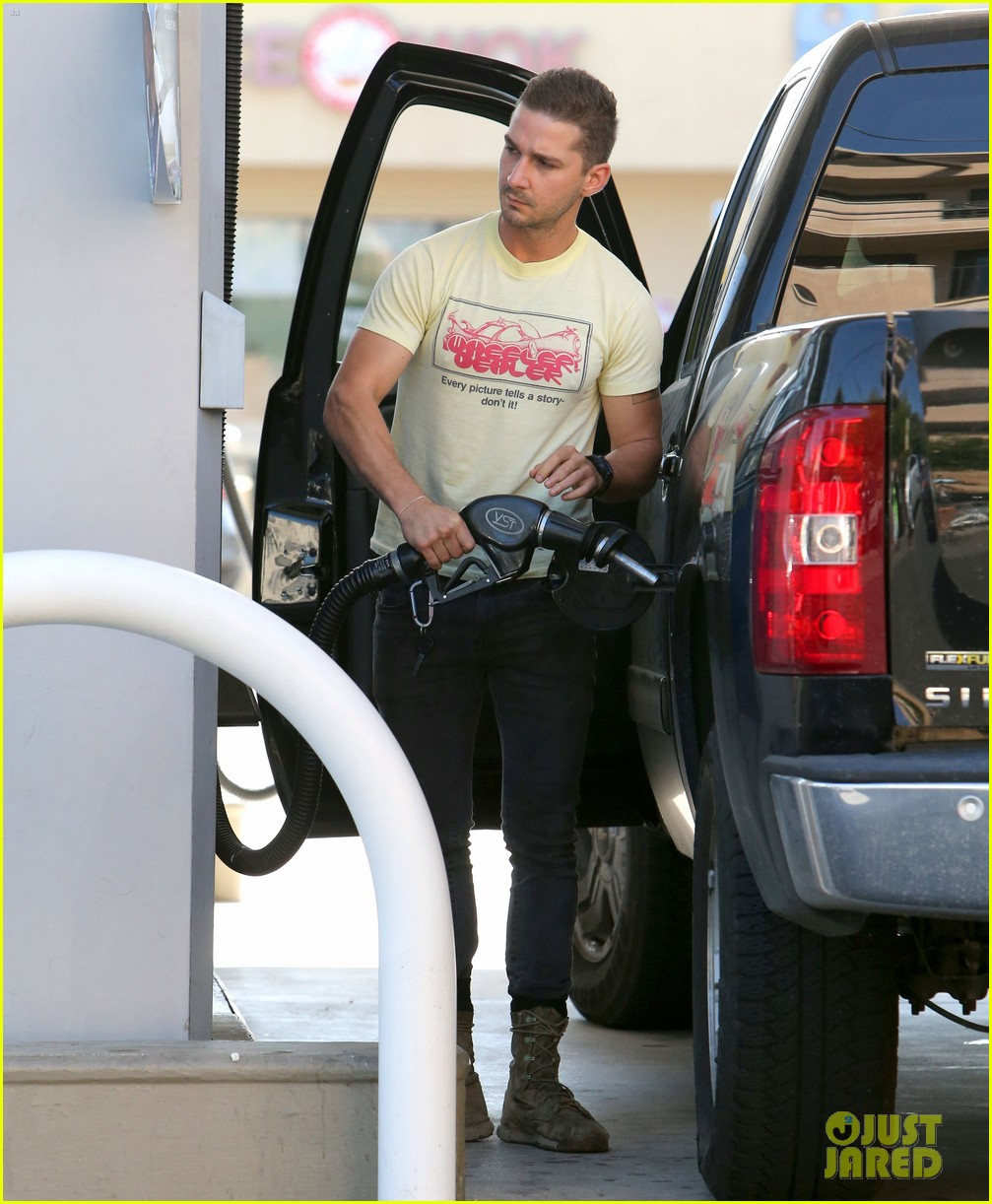 shia labeouf keeps up his daily routine 033151773