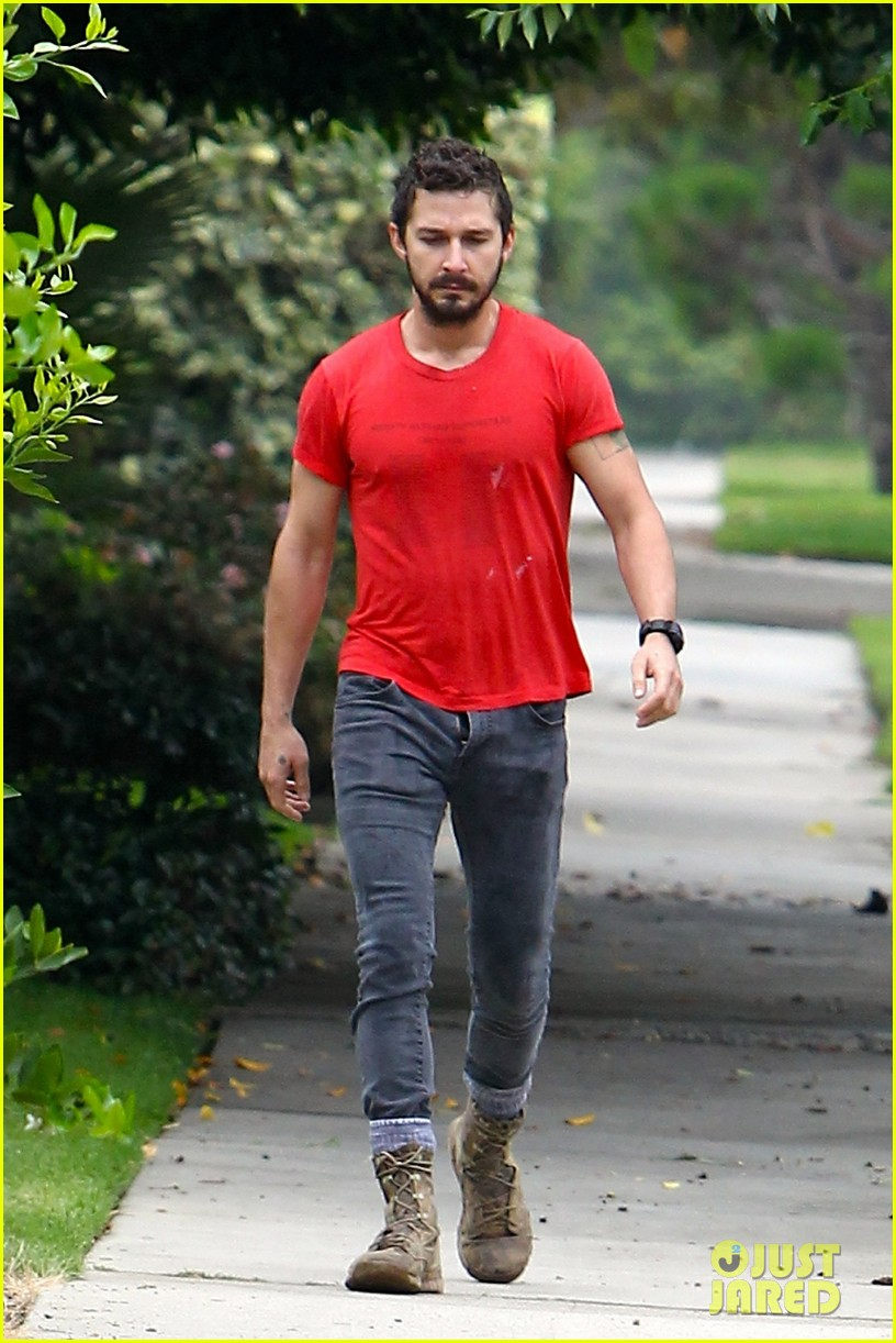 shia labeouf forgets to zip his fly 013148364