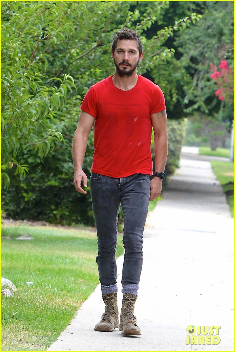 shia labeouf forgets to zip his fly 033148366
