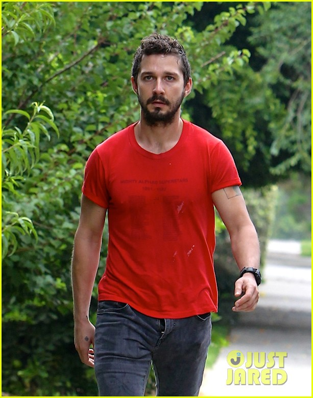 shia labeouf forgets to zip his fly 043148367