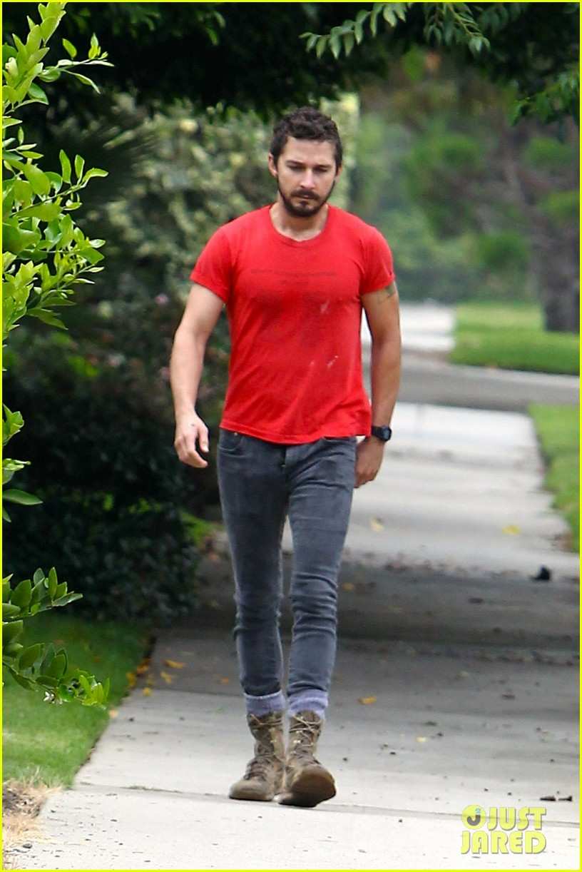 shia labeouf forgets to zip his fly 093148372