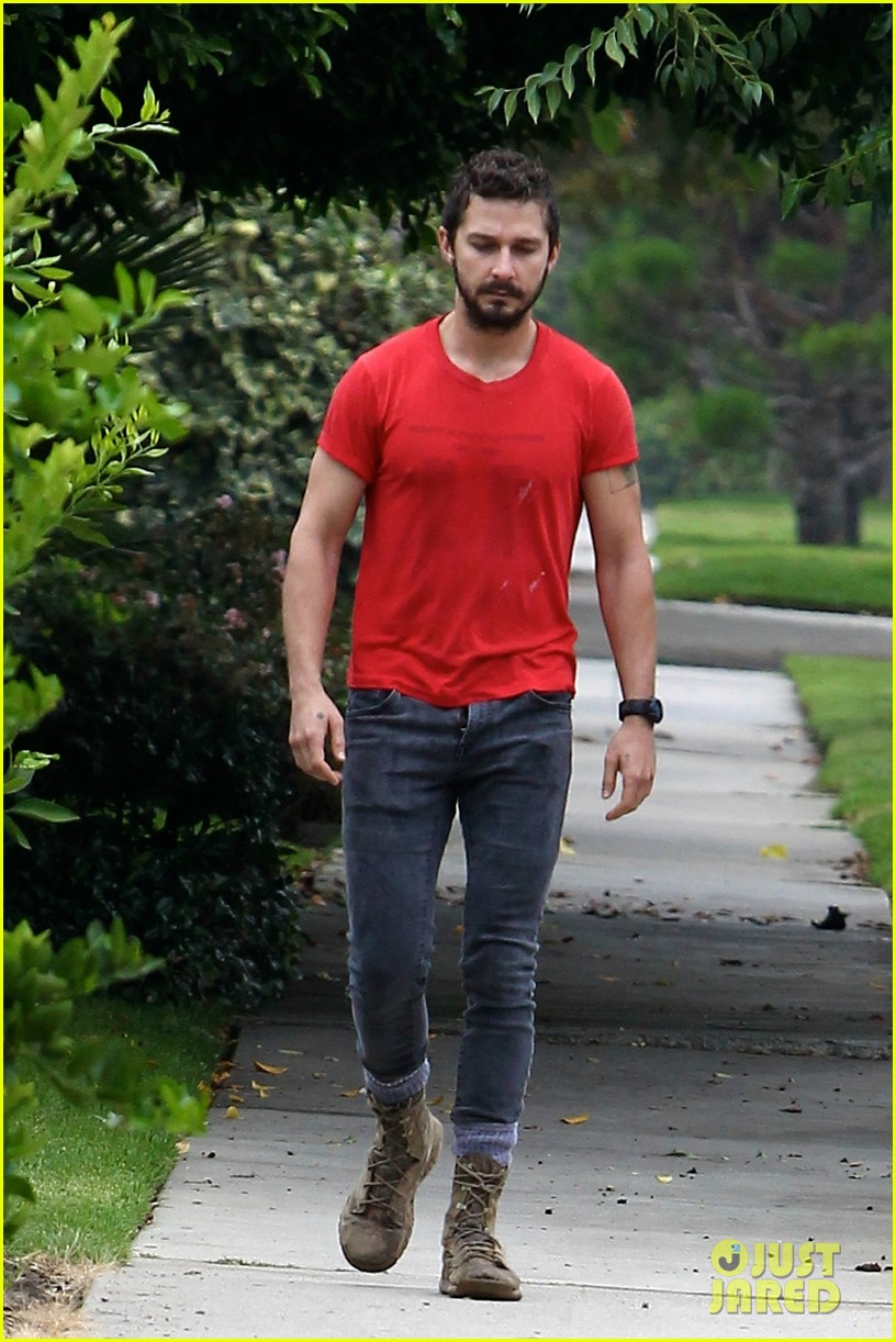 shia labeouf forgets to zip his fly 123148375