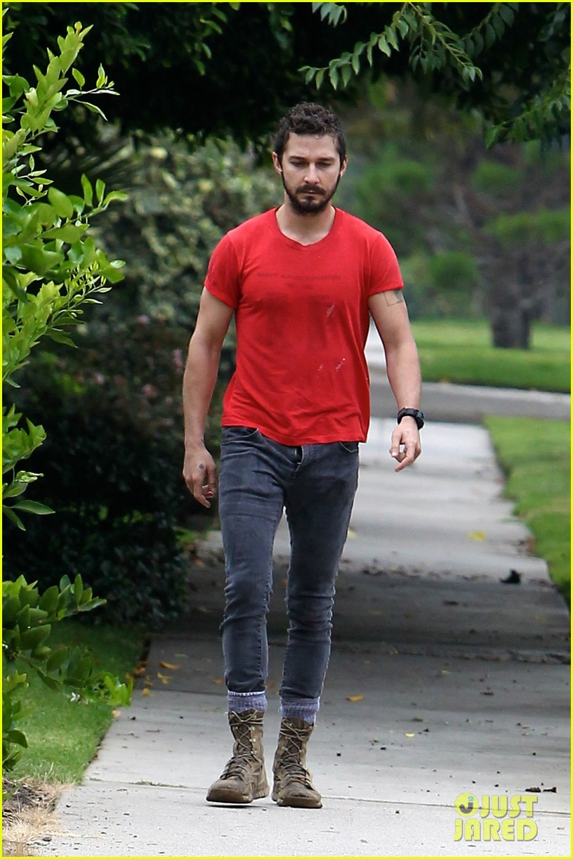 shia labeouf forgets to zip his fly 133148376