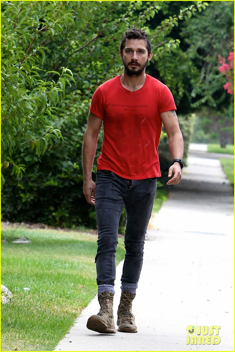 shia labeouf forgets to zip his fly 22