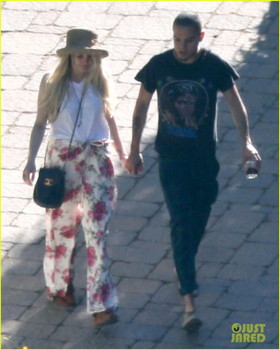ashlee simpson evan ross arrive for jessicas wedding 053149406