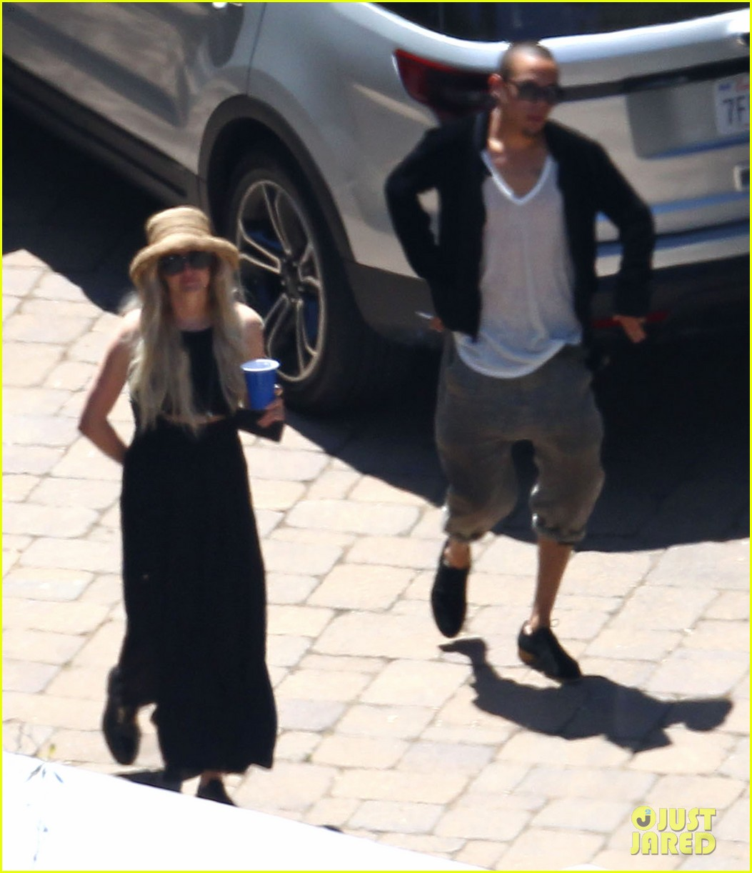 ashlee simpson evan ross cuddle at the pool 033151045