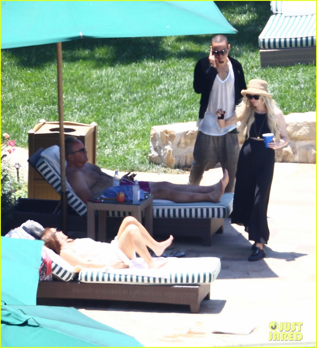 ashlee simpson evan ross cuddle at the pool 063151048