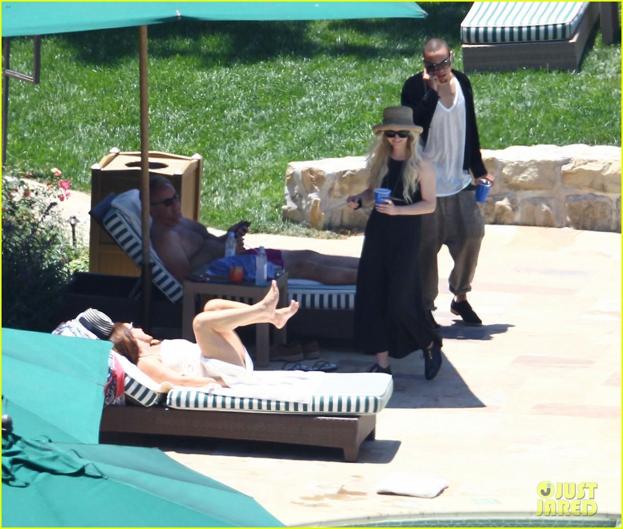 ashlee simpson evan ross cuddle at the pool 073151049