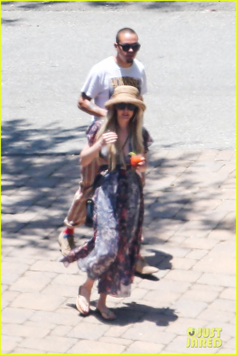 ashlee simpson hits the pool before jessicas wedding 043149706