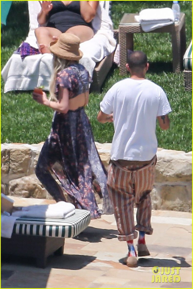 ashlee simpson hits the pool before jessicas wedding 053149707