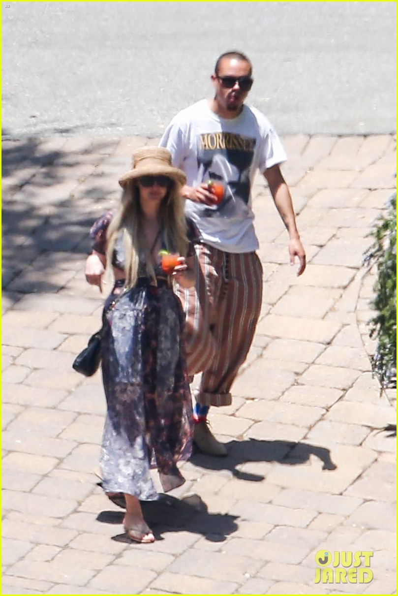 ashlee simpson hits the pool before jessicas wedding 06