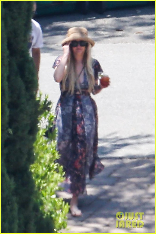 ashlee simpson hits the pool before jessicas wedding 183149720