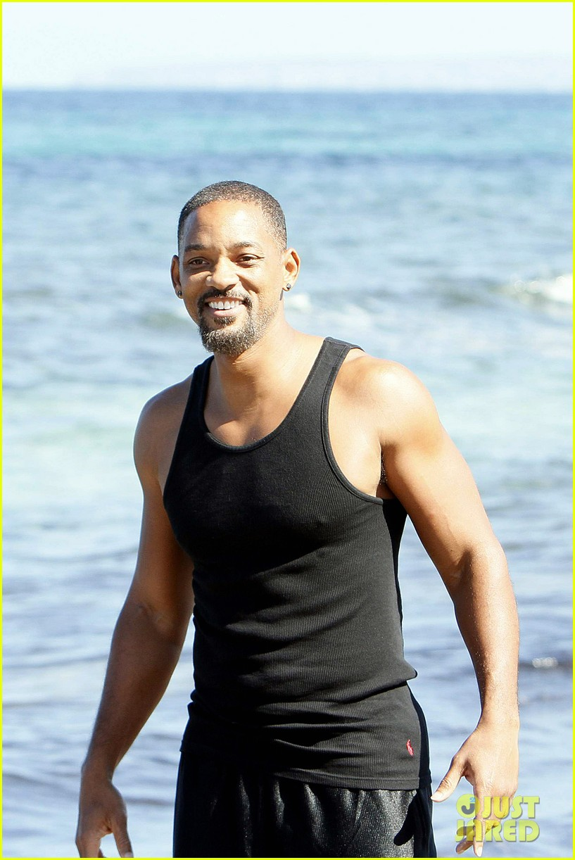 will smith soaks up the attention at the beach 053153343