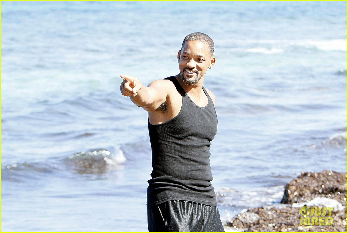 will smith soaks up the attention at the beach 073153345