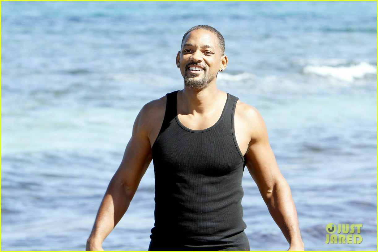 will smith soaks up the attention at the beach 113153349