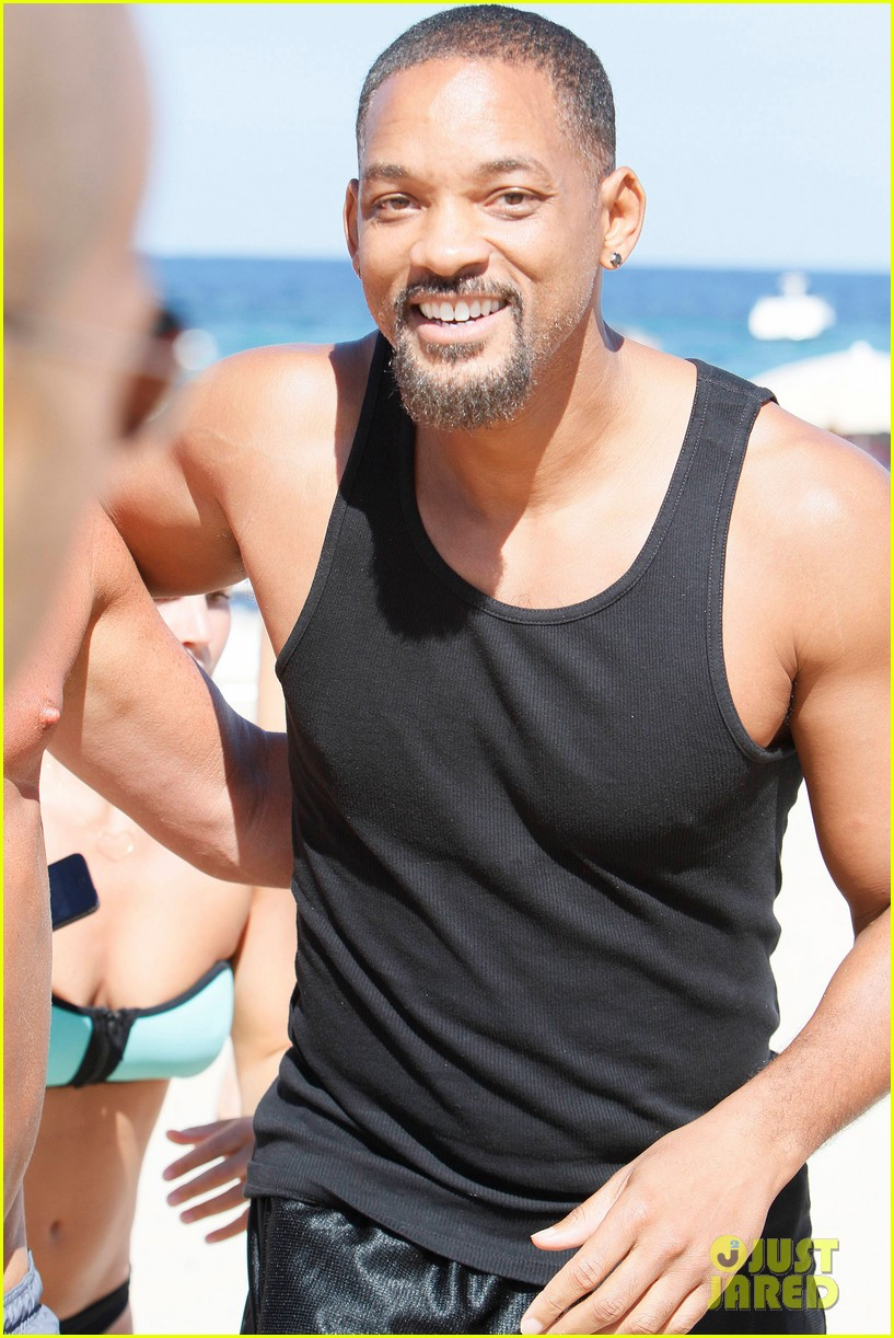 will smith soaks up the attention at the beach 133153351