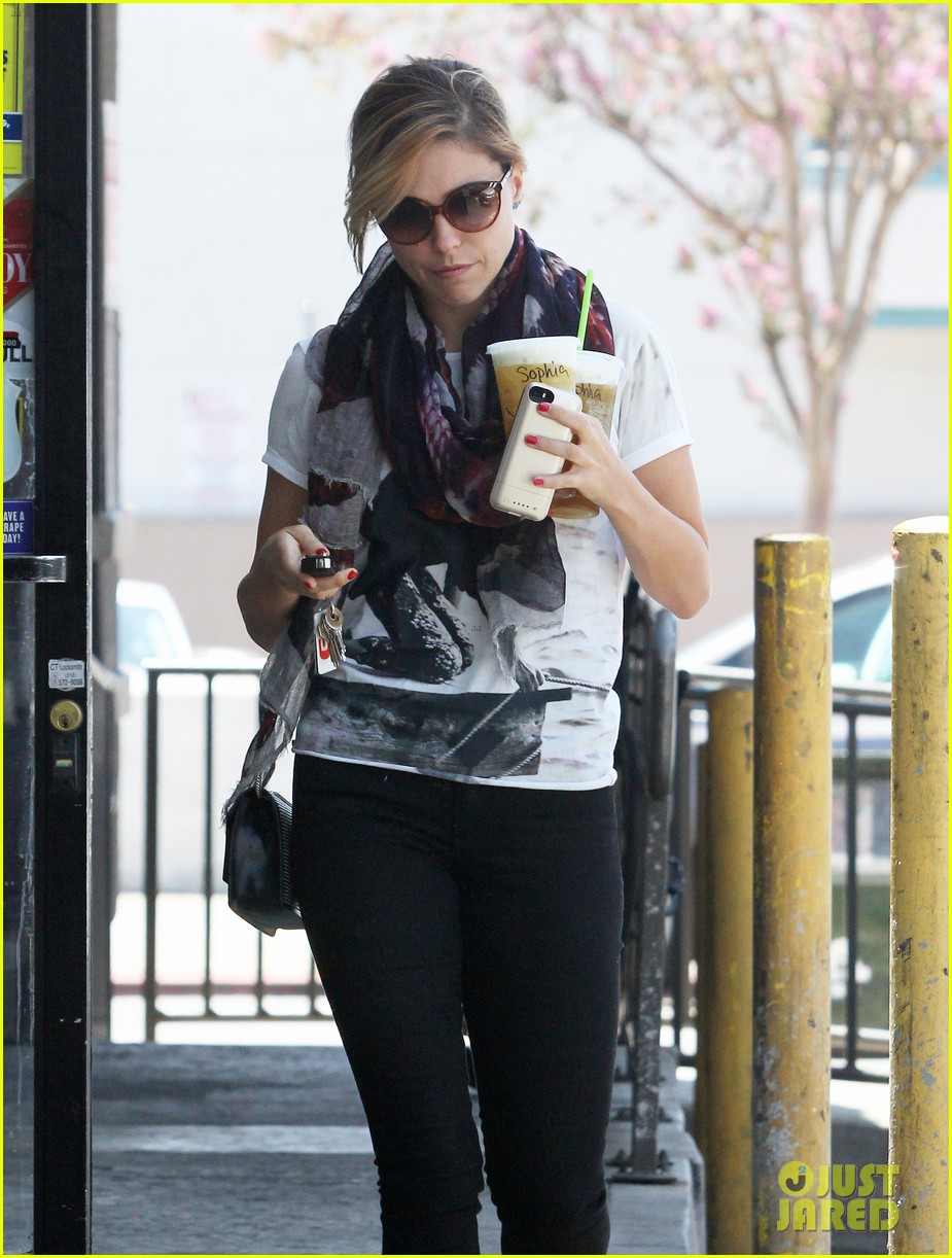 sophia bush catches up with pal justin bieber 073152605