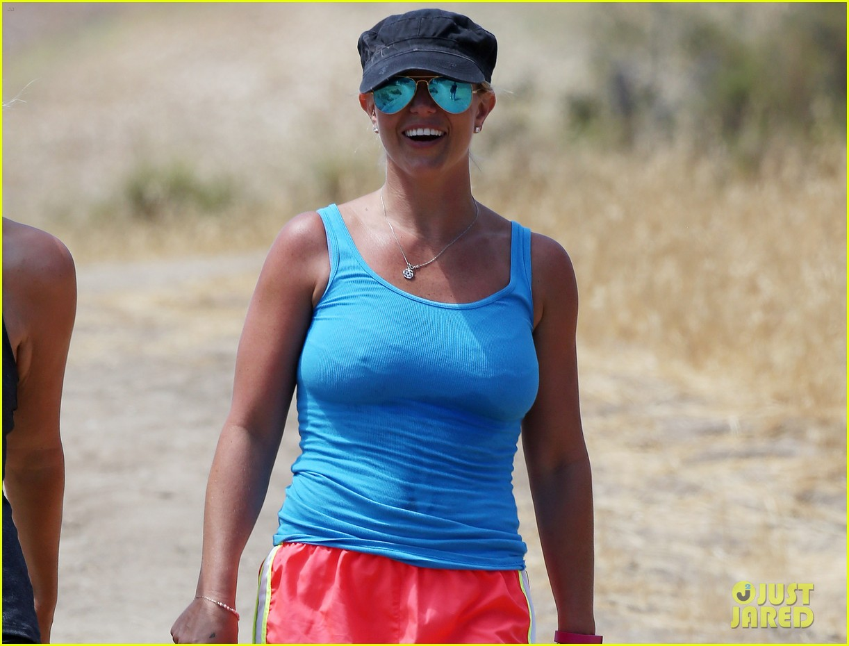 britney spears goes for a five mile hike 033161514