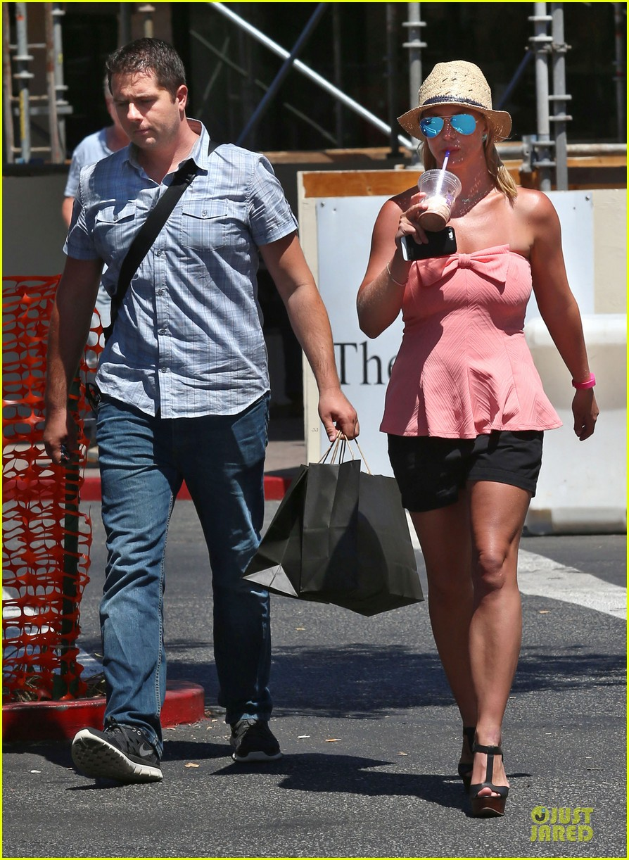 britney spears working on summer tan 053151938