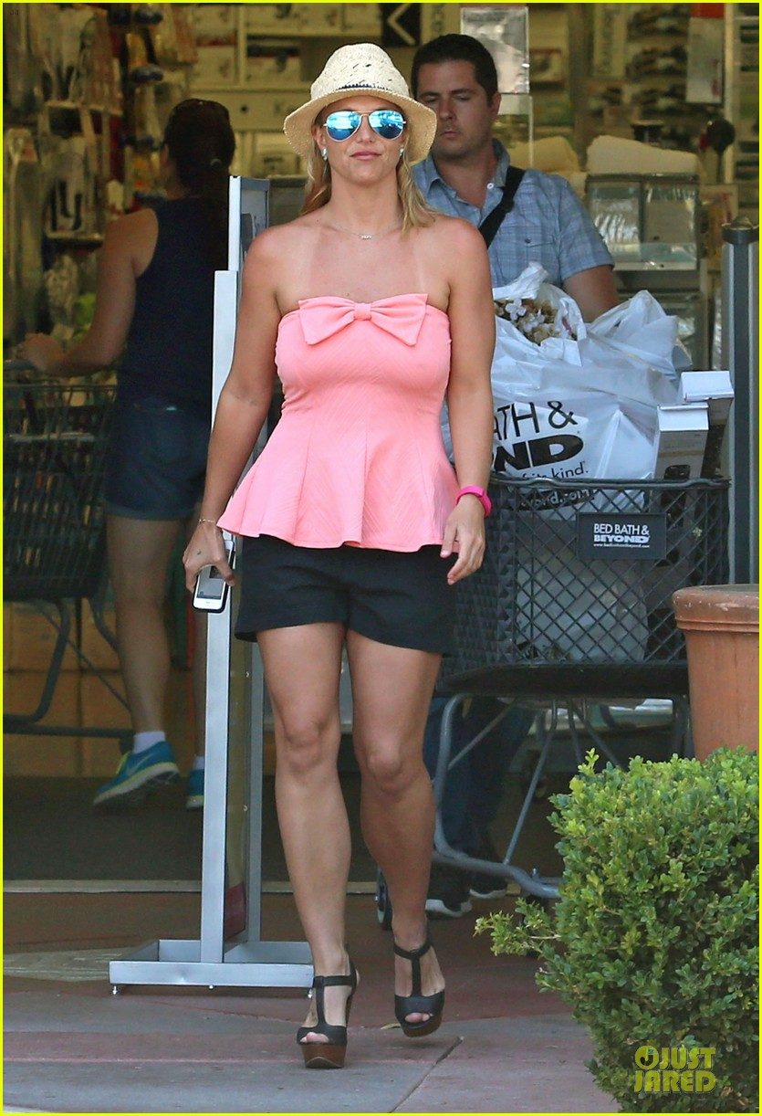 britney spears working on summer tan 073151940