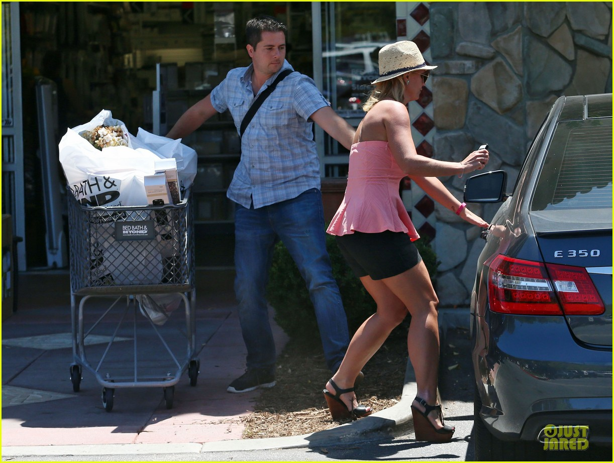 britney spears working on summer tan 083151941