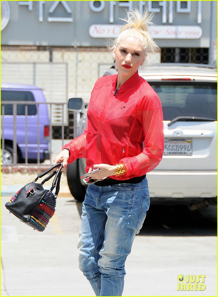 gwen stefani takes her red hot heels for a ride 06