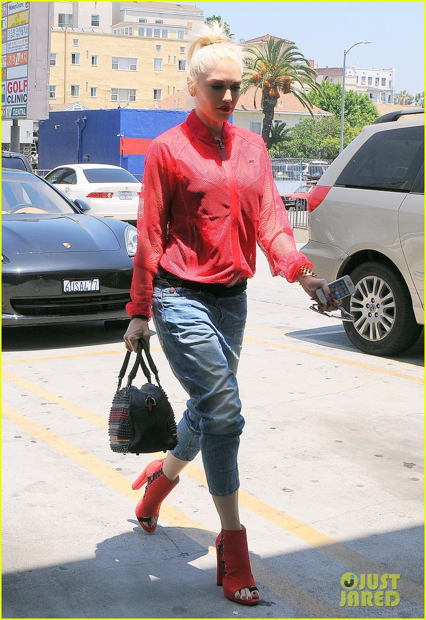 gwen stefani takes her red hot heels for a ride 103149334