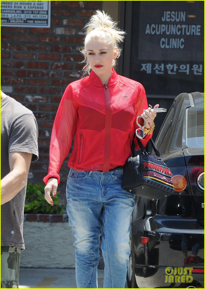 gwen stefani takes her red hot heels for a ride 113149335
