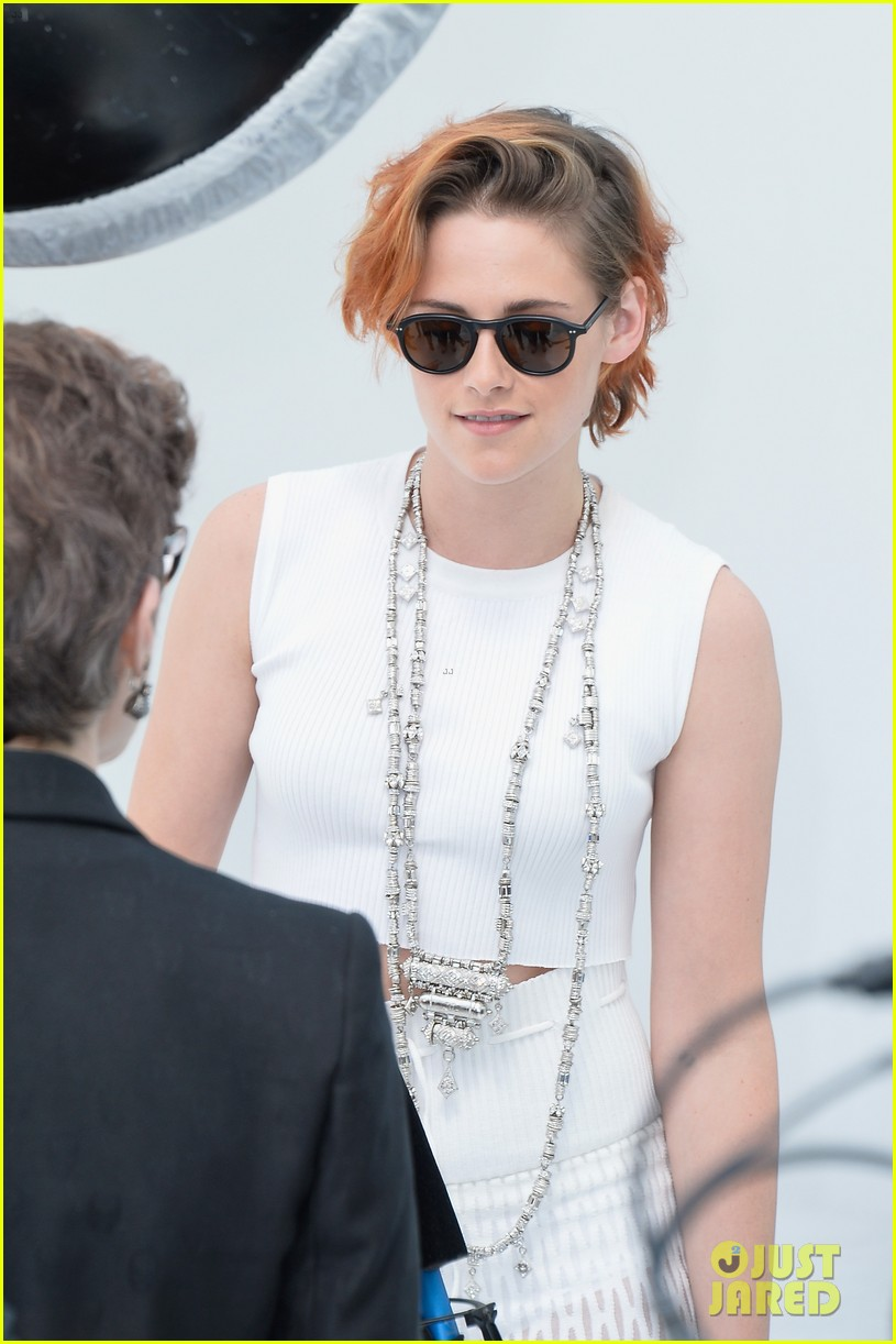 kristen stewart chops off her hair see the pics here 143151580