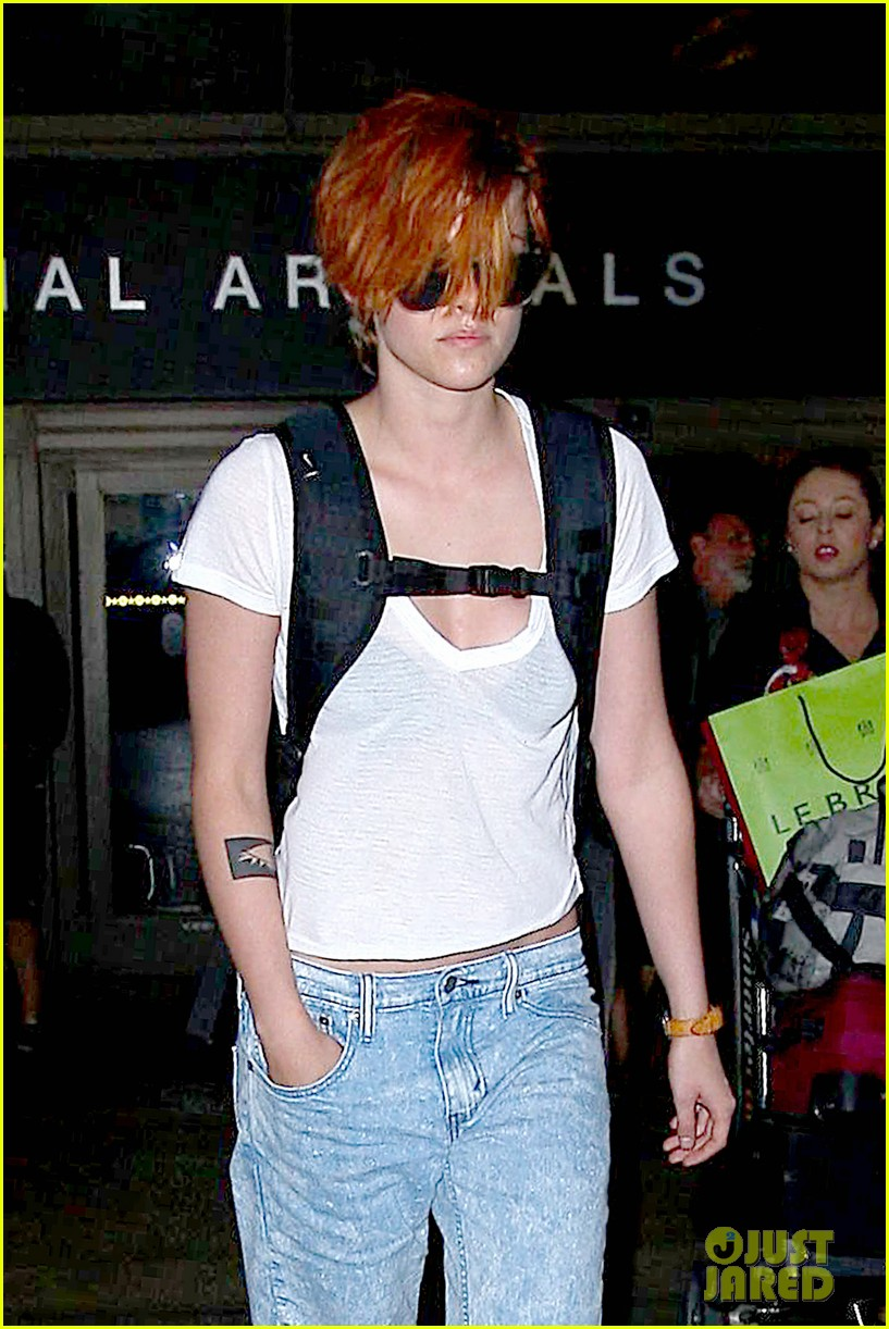kristen stewart wears her new short hair messy 02