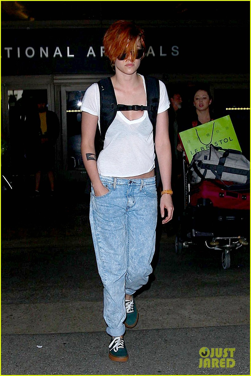 kristen stewart wears her new short hair messy 08