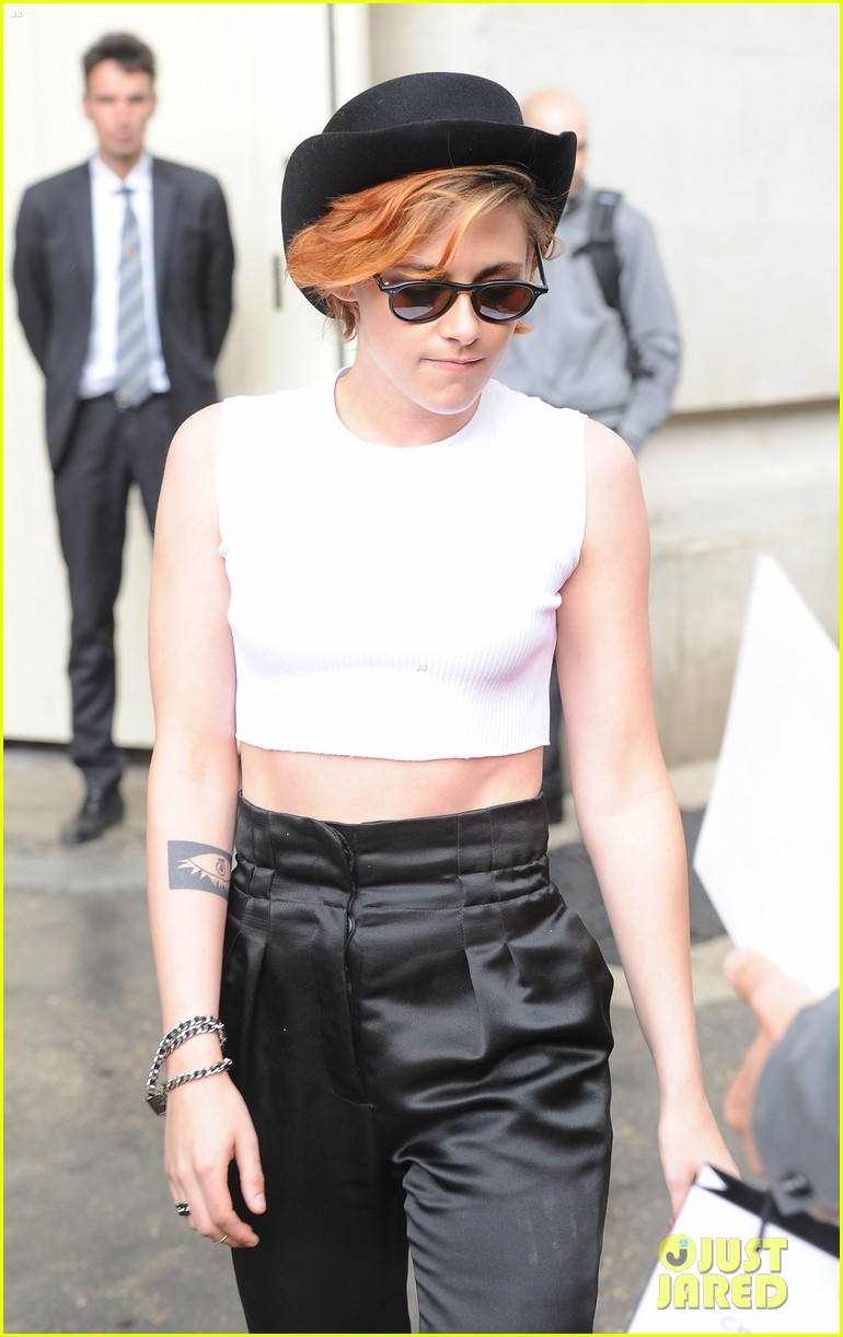 7704c36174b Kristen Stewart Wears a Hat Over Her Short New Hair in Paris  Photo ...