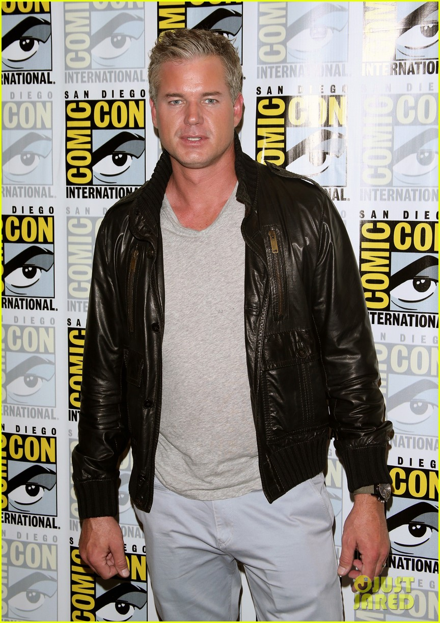 kiefer sutherland eric dane promote their shows at comic con 2014 013163587
