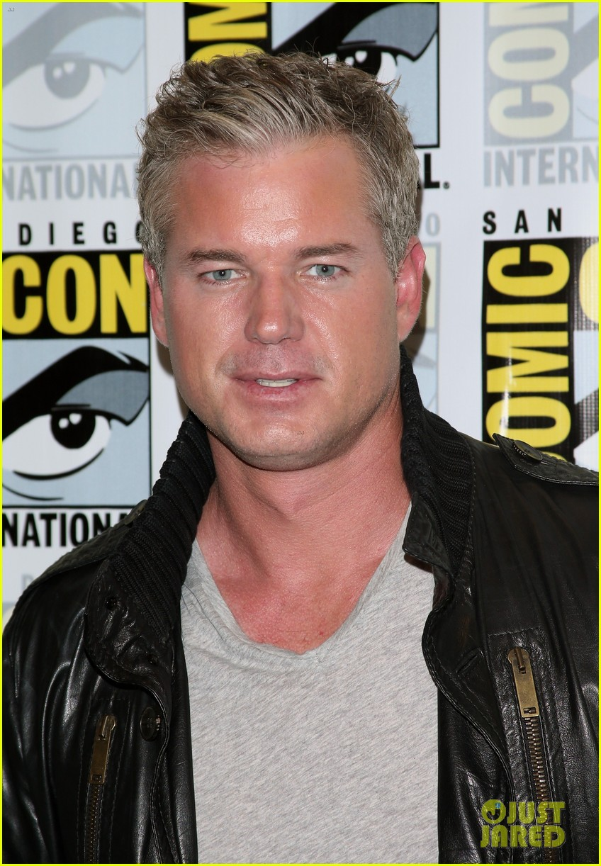 kiefer sutherland eric dane promote their shows at comic con 2014 073163593