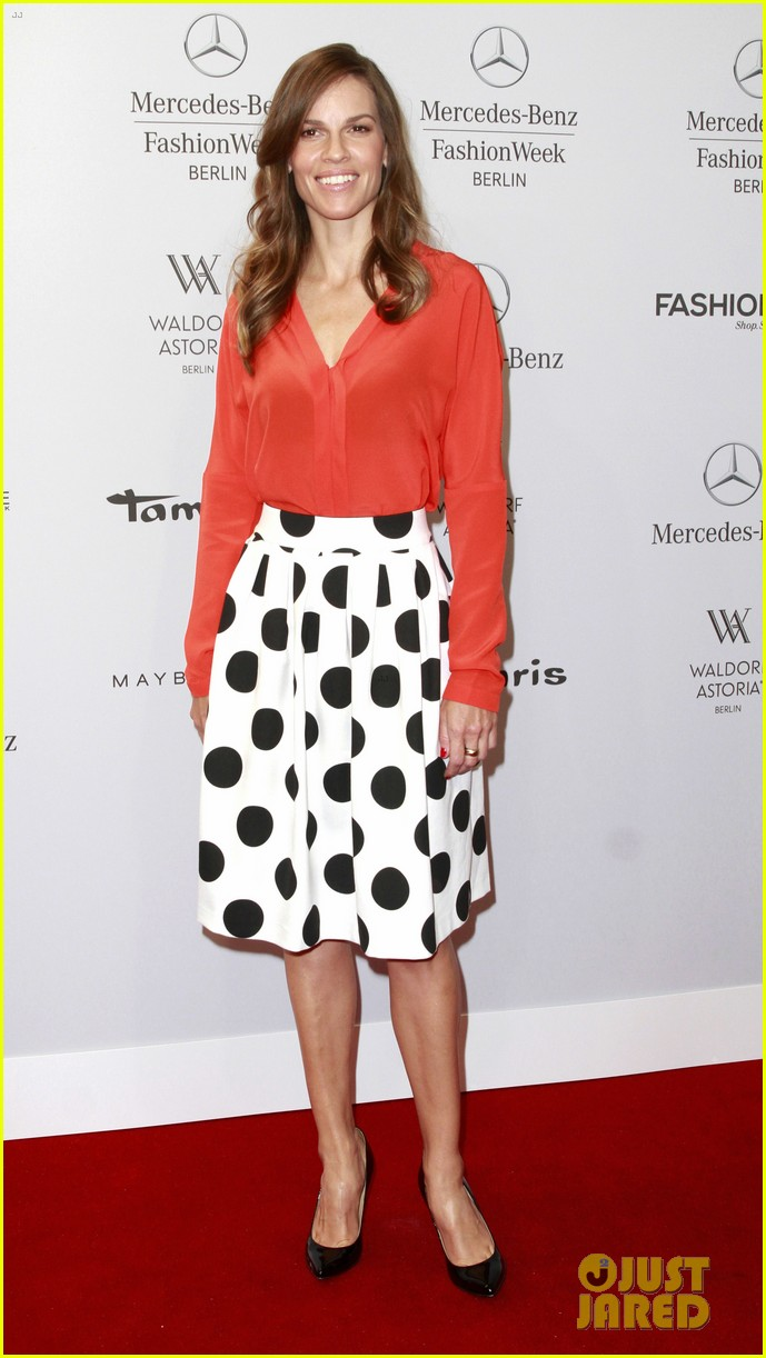 hilary swank marcia cross get dolled up for marc cain 023153582