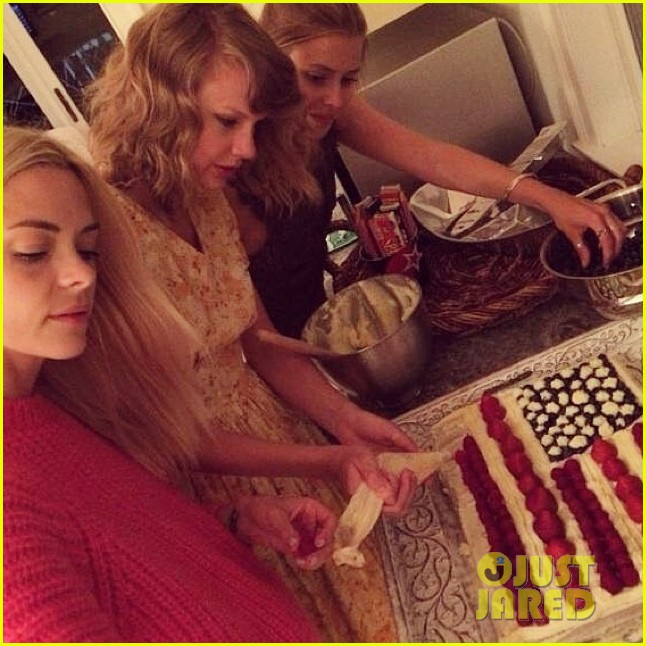 taylor swift fourth of july jaime king party 053149878