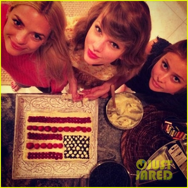 taylor swift jaime king play in the pool 023149286