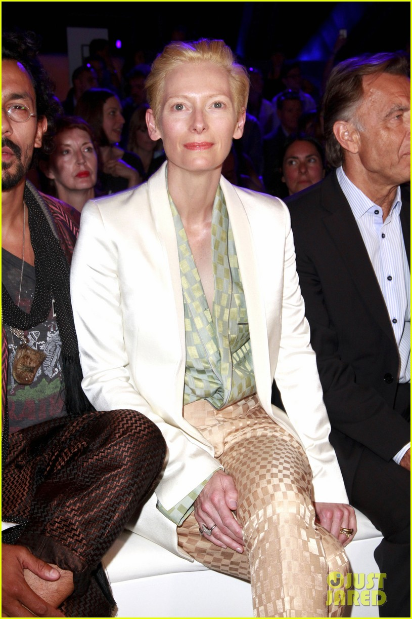 tilda swinton is a sophisticated lady at roshi porkar fashion show 06